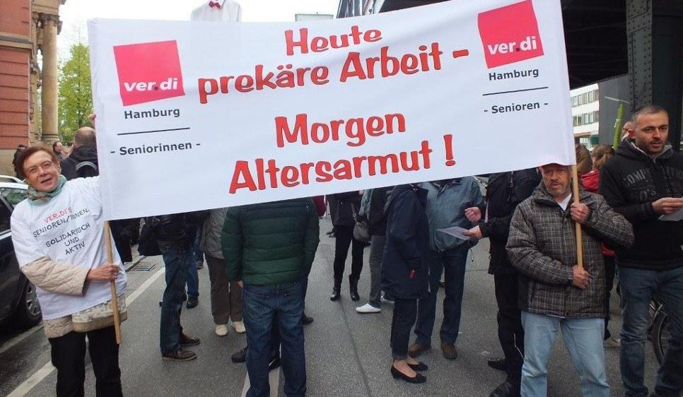 ver.di-Seniorinnen und -Senioren protestieren am 1. Mai 2015 in Hamburg (foto: Wolf1949)