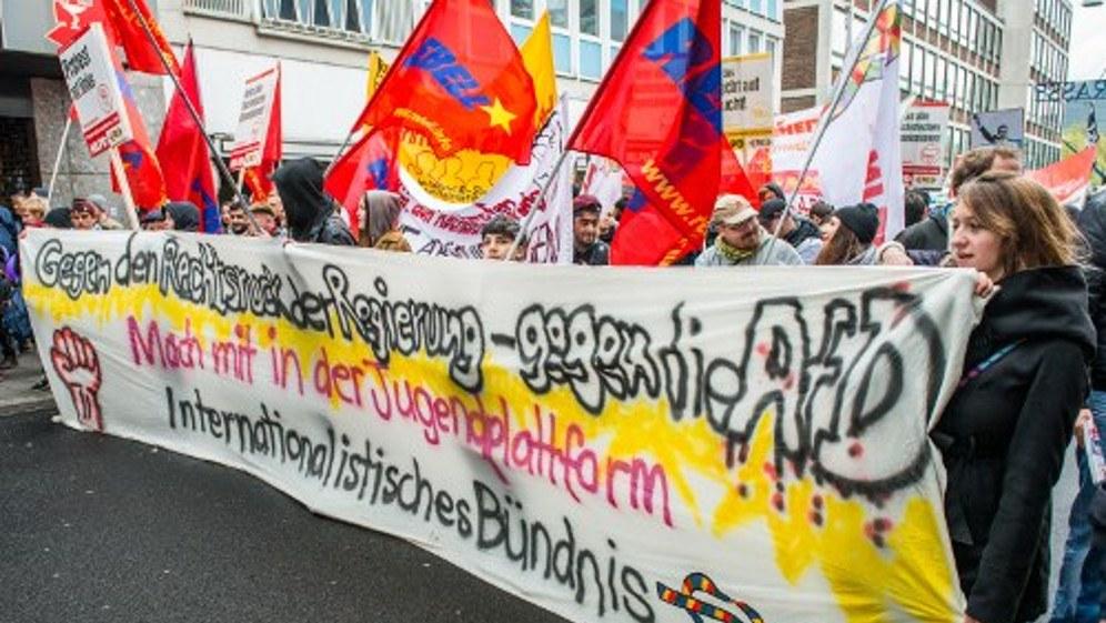 MLPD, REBELL und Internationalistisches Bündnis fordern das Verbot aller faschistischen Organisationen (rf-foto)