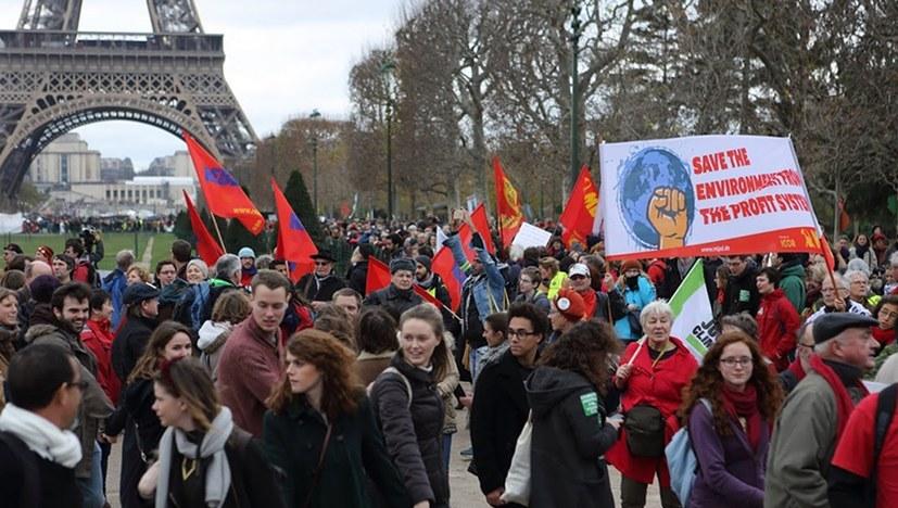 Gemeinsame Aktion der ICOR anlässlich der UN-Klimakonferenz in Paris (Foto: Floran Aicher)