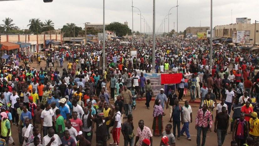 Die Massen fordern den Sturz des Diktators