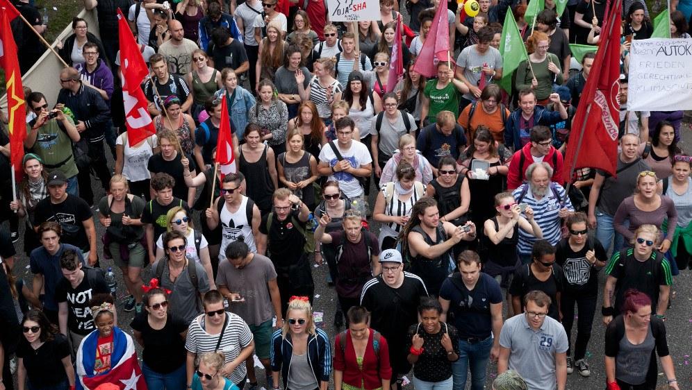 Jung, kritisch, rebellisch, antikapitalistisch - das ist das hauptsächliche Gesicht des G20-Protests (rf-foto)