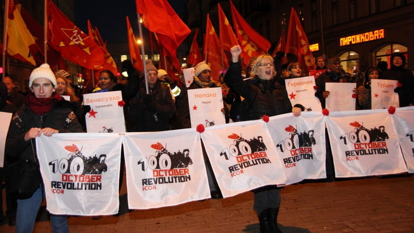 Kämpferische Demonstration: Die Oktoberrevolution lebt!