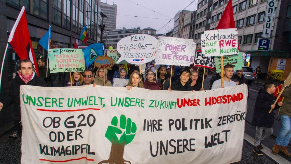 Junge Umweltkämpferinnen und Umweltkämpfer auf der Demonstration am 11. November in Bonn (rf-foto)