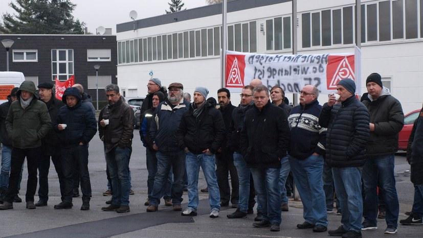 Streikende bei Seppelfricke grüßen Stahlarbeiter und Siemens-Kollegen