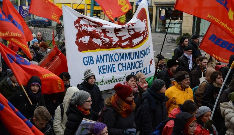 Jugendverband REBELL und MLPD gegen Antikommunismus (rf-foto)