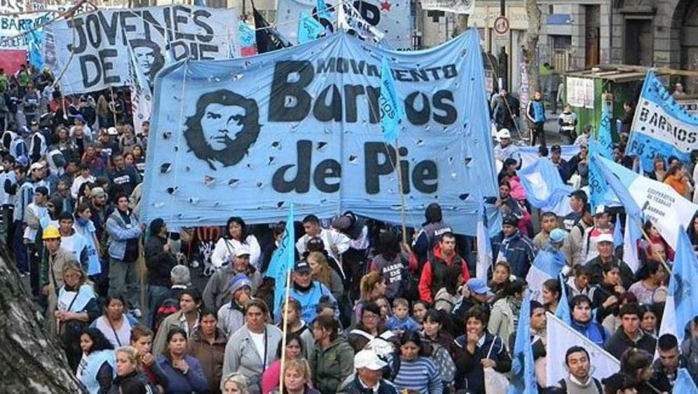 Aktivisten von Barrios de Pie bei der großen Demonstration am 6. Dezember gegen die Politik von Mauricio Macri
