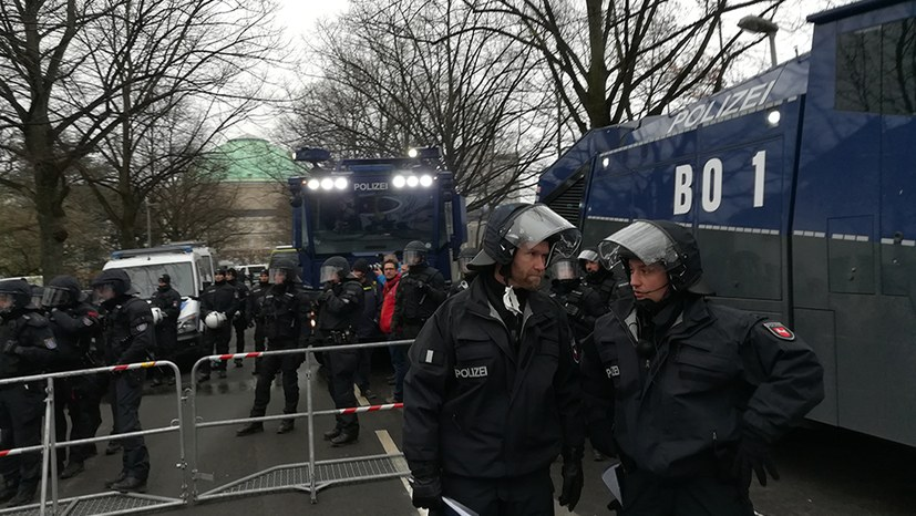 IG Metall Hannover verurteilt Polizeigewalt am 2.12.2017