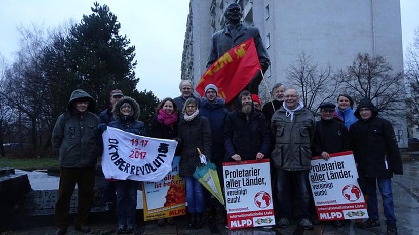 Kundgebung am Lenindenkmal in Schwerin