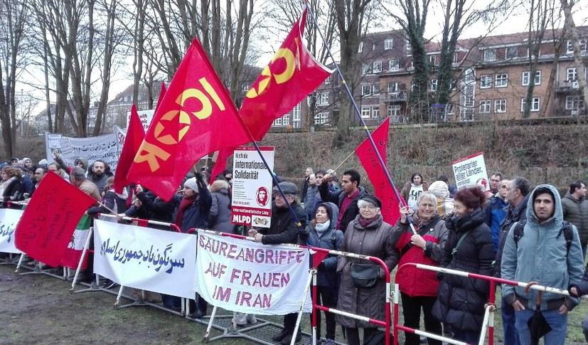 Protest vor der iranischen Botschaft