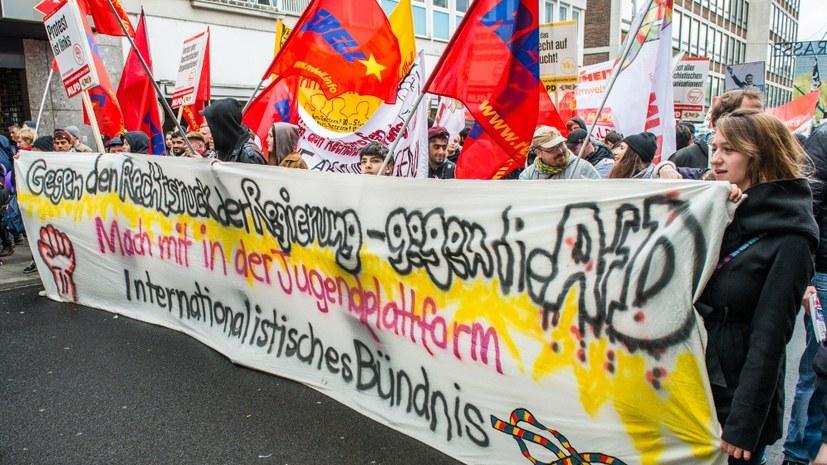 Das Internationalistische Bündnis tritt dem Rechtsruck der Bundesregierung in der Flüchtlingspolitik aktiv entgegen (rf-foto)