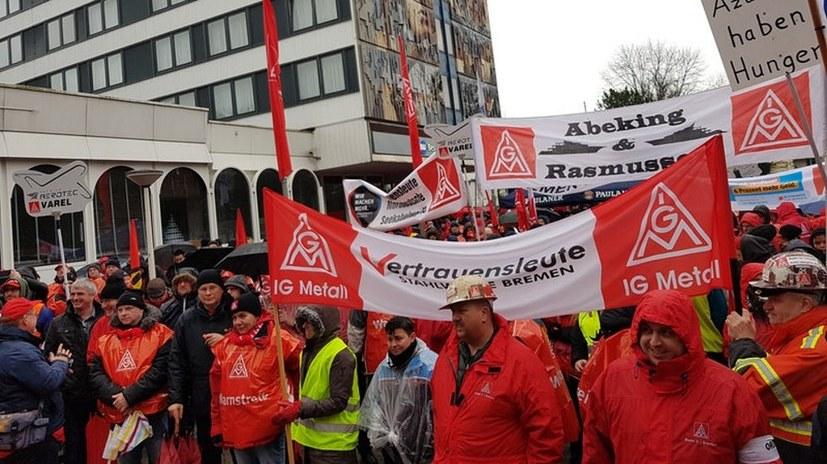 Großes Interesse an der MLPD beim Warnstreik in Bremen