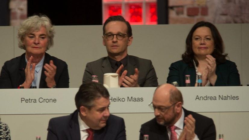 Knappe Mehrheit für Verhandlungen über Große Koalition