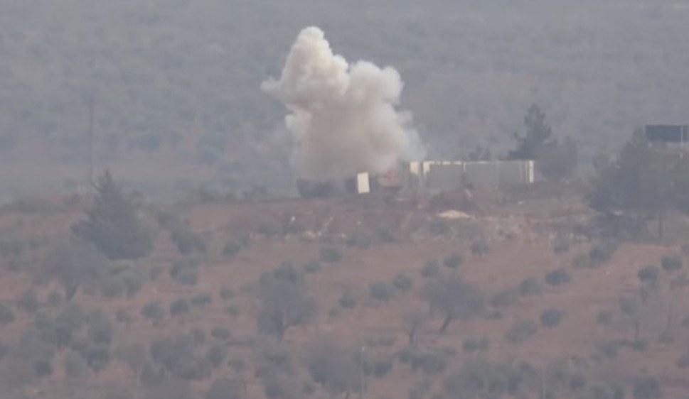 Volks- und Frauenverteidigungseinheiten zerstören einen türkischen Panzer (foto: ANF)