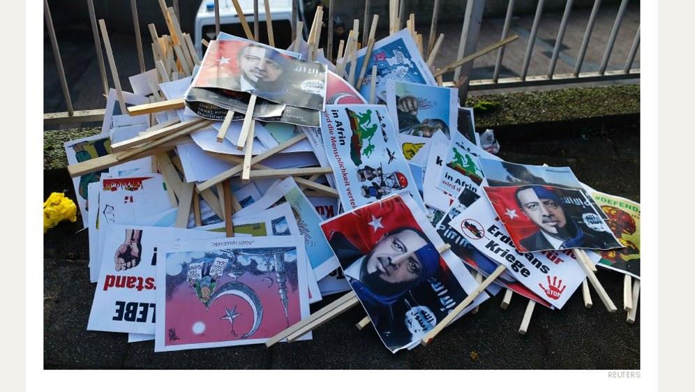 Von wegen Öcalan-Fahnen konfisziert: Reuters dokumentiert, was die Polizei wirklich beschlagnahmt hat: Erdogan-Kritik