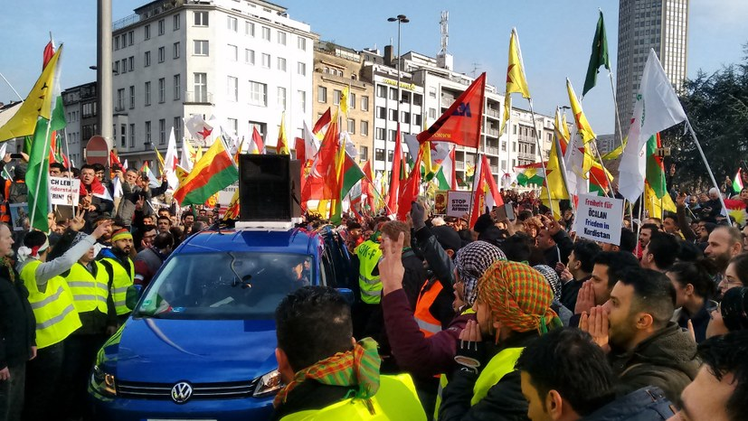 Zehntausende protestieren in Köln gegen Erdogans Syrien-Invasion