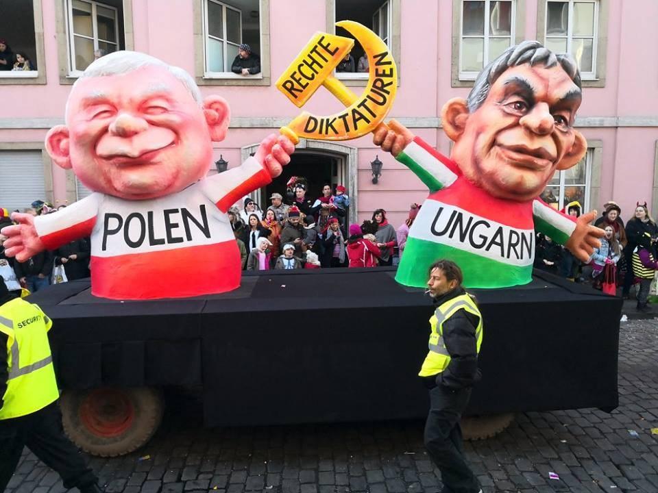 Ultrareaktionäre Regierungen Polens und Ungarns verbieten kommunistische Symbole