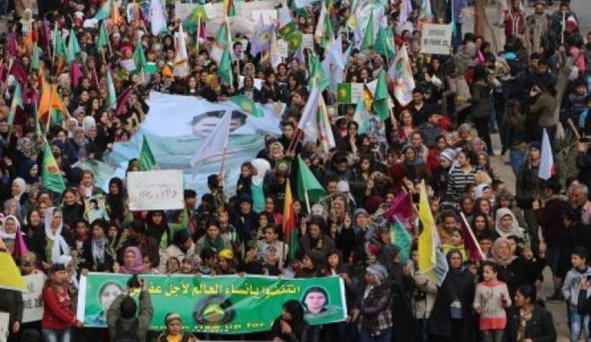 Frauen-Massendemonstration in Efrîn trotzt dem Bombardement