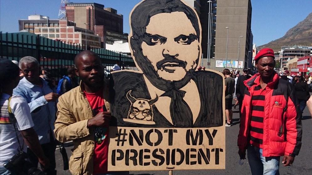 Proteste gegen die Machenschaften der Gupta-Familie im April 2017 in Kapstadt (Foto: Discott)