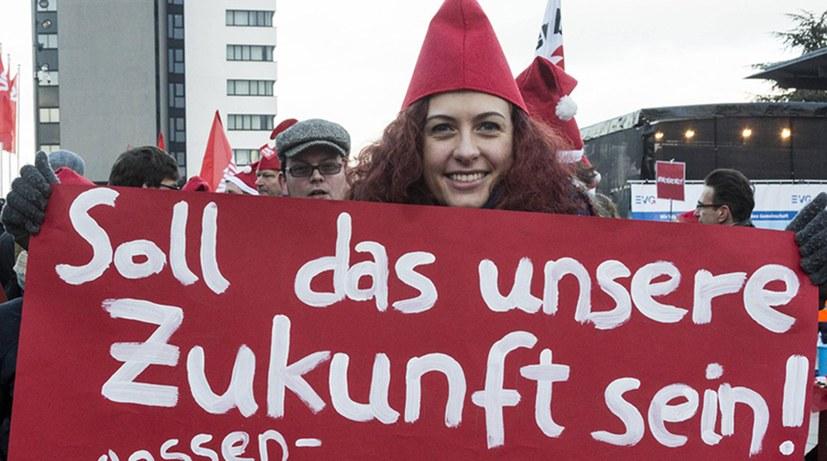 Knappes SPD-Mitgliedervotum für Regierungsbeteiligung