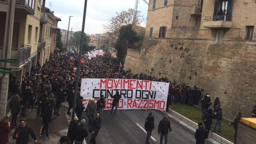 Antifaschistische Massendemonstration in Macerata