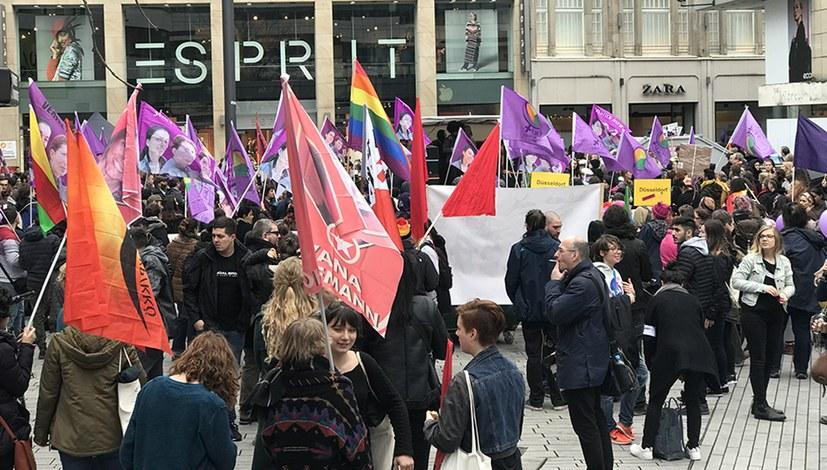 Große kämpferische Demonstration