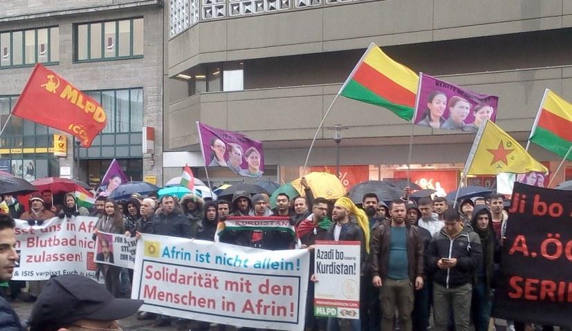 Kraftvolle, stärkende Demonstration durch Essener City