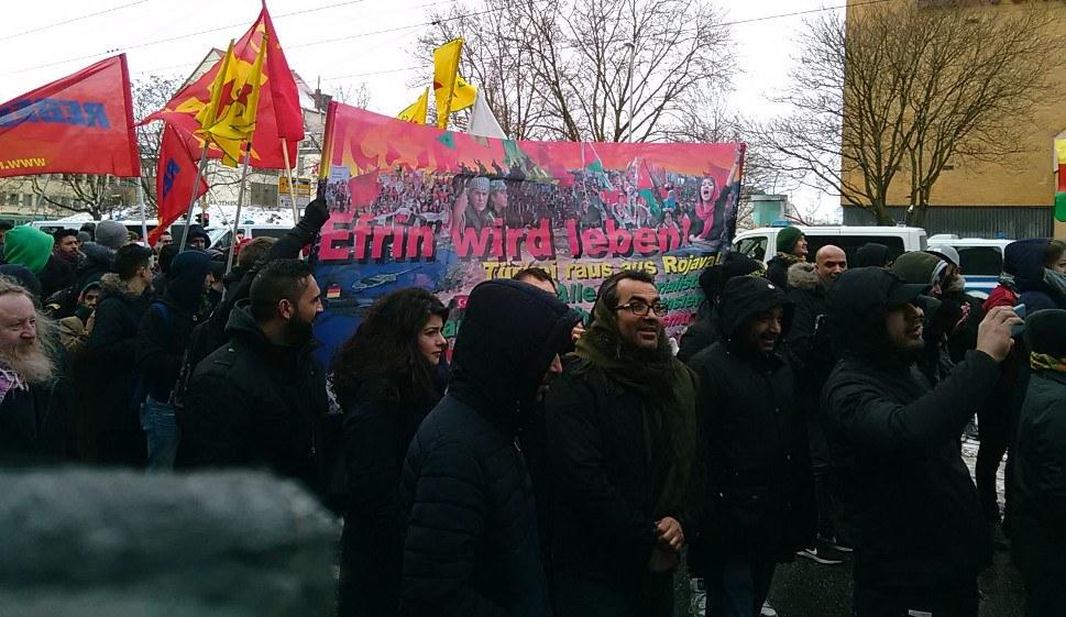 Mehrere Zehntausend Menschen begehen Newroz in Hannover