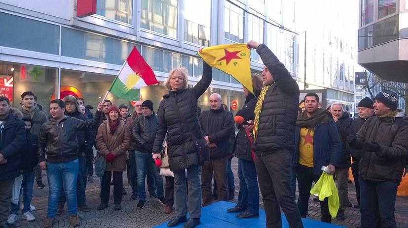 """""""Efrîn wird leben!"""" - Auftakt der weltweiten internationalistischen Manifestation"""
