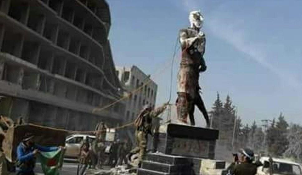Faschistische türkische und arabische Soldateska zerstört die kurdische Kawa-Alhadad-Statue in Efrîn (foto: ANF)