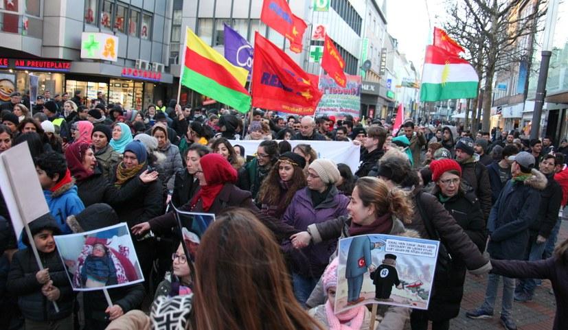 Millionen feiern Newroz und gehen weltweit für Efrîn auf die Straßen