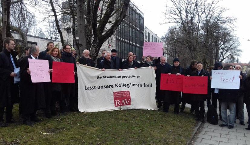 Anwälte im TKP/ML-Prozess protestieren gegen Verfolgung ihrer Kollegen