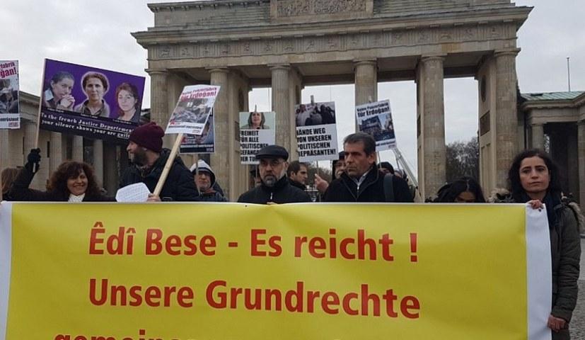 """Kongress """"Gemeinsam Grundrechte verteidigen"""" zeigt Solidarität mit Efrîn"""