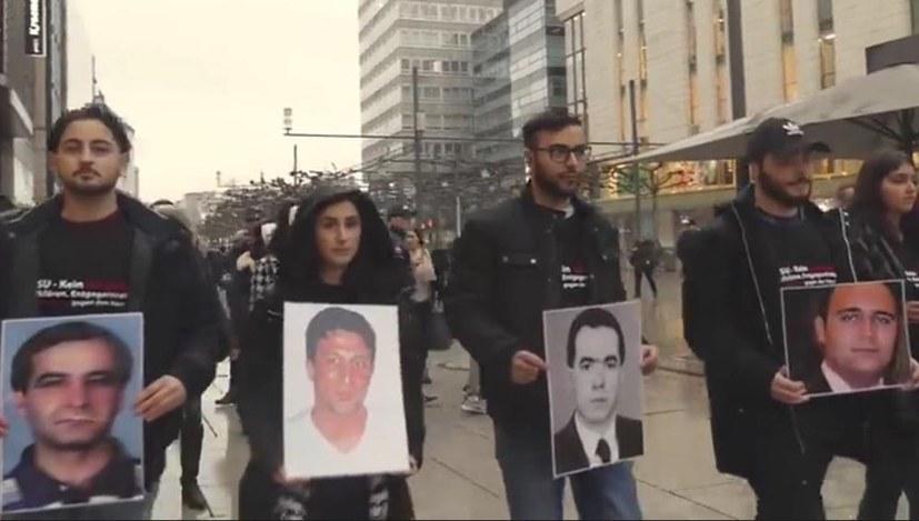 """""""Kein Schlussstrich"""": Ein bewegender Besuch bei den NSU-Monologen"""
