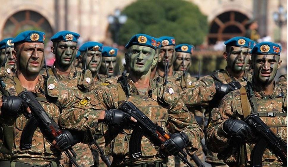 Teile der armenischen Armee sind zu den Demonstrantinnen und Demonstranten übergelaufen (foto: Khustum (CC BY-SA 3.0))