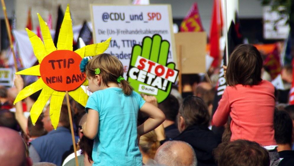 Der Protest gegen TTIP und CETA richtete sich auch gegen die SPD als dafür mitverantwortlicher Regierungspartei (Foto: Frerk Meyer)