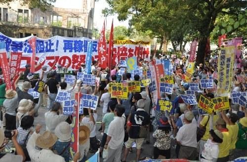 Massenprotest gegen militärische und zivile Nutzung der Atomkraft in Japan (foto: Doro Chiba)