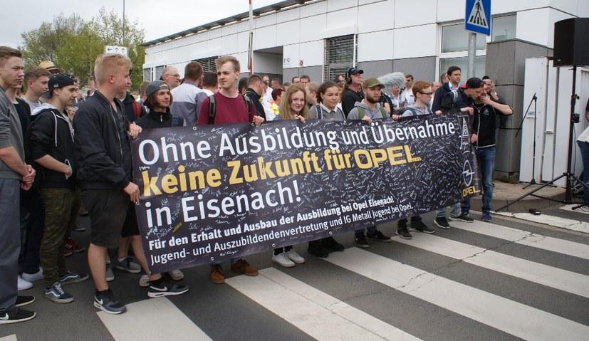 Bei Opel und den Demos gegen den Krieg in Efrîn – Jugend steht vorne dran