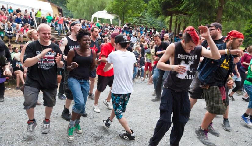 Übernachtungsplätze beim Rebellischen Musikfestival reservieren