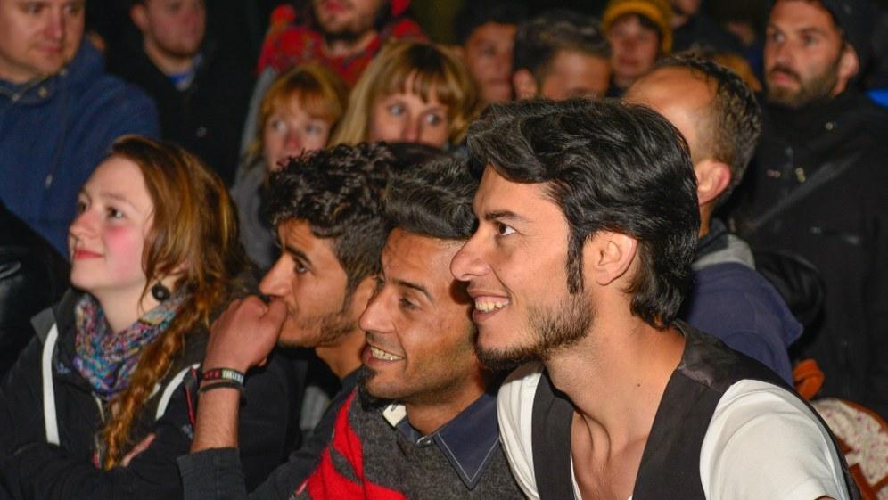 Internationale Solidarität wie hier auf dem Rebellischen Musikfestival in Truckenthal - für die MLPD eine Selbstverständlichkeit (rf-foto)
