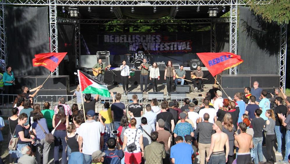 Massentanz bei Auftritt von Grup Yorum (Foto: RF)