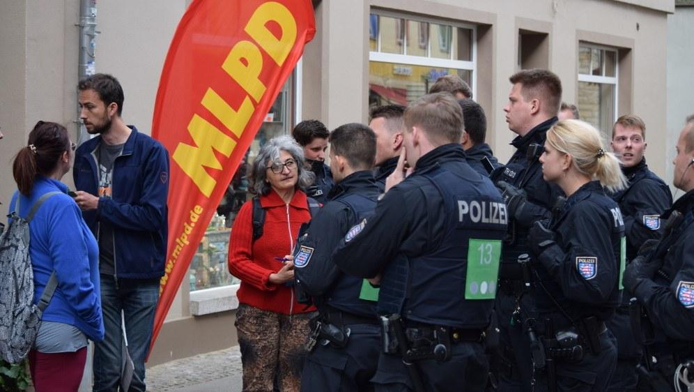 Polizeieinsatz gegen die Protestkundgebung in Saalfeld (rf-foto)