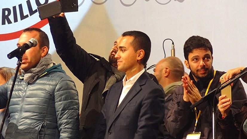 Luigi di Maio (Mitte), 30-jähriger Spitzenkandidat der
