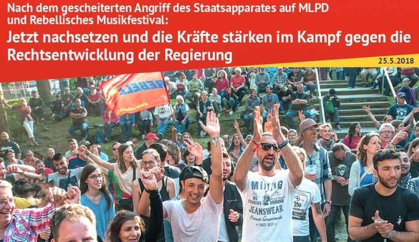 Mit dem MLPD-Flugblatt vor Mann+Hummel und der Westfälischen Hochschule