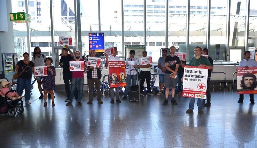"""Protestkundgebung am Flughafen: """"Freiheit für Turgut Kaya"""""""