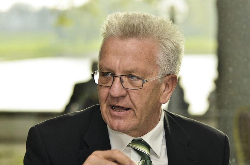 Baden-Württembergs Ministerpräsident Winfried Kretschmann (foto: Bündnis 90/Die Grünen Nordrhein-Westfalen - Flickr: Im Gespräch: Sylvia Löhrmann und Winfried Kretschmann; CC BY-SA 2.0))