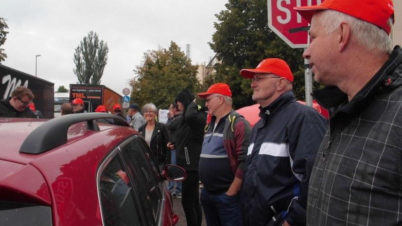 Martialischer Polizeieinsatz gegen Streik bei Neue Halberg Guss