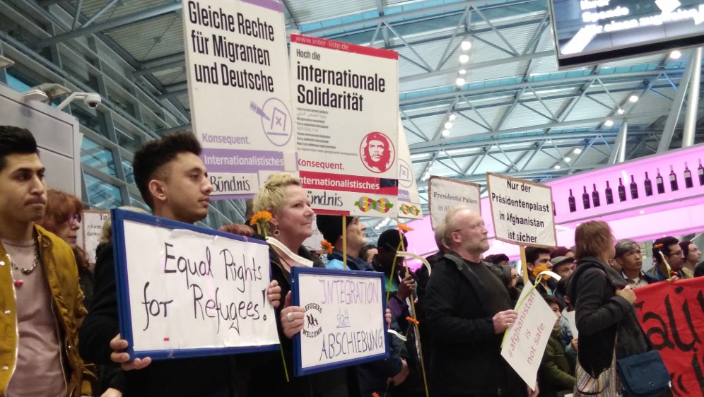 Protest gegen Abschiebungen am Düsseldorfer Flughafen, Anfang 2o18 (Rote Fahne Foto)