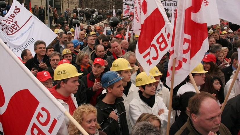 Arbeiter gegen die Rechtsentwicklung der Regierung