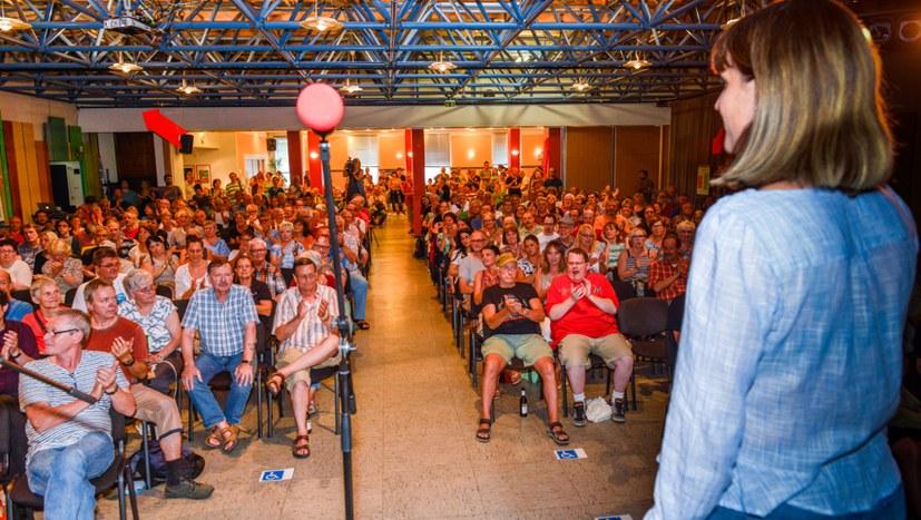 Protestversammlung mit über 400 Teilnehmern