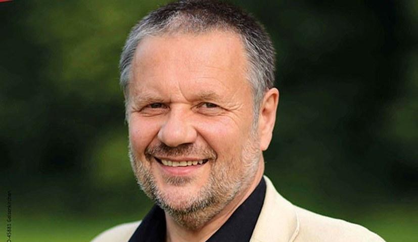 Stefan Engel sagt der Regierung und den Angriffen auf die MLPD den Kampf an